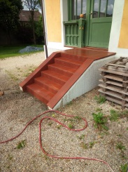 Außentreppe aus Ziegelplatten, wurden nachträglich noch Sandgestrahlt, um eine antike Optik zu erhalten!